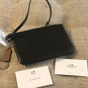 NWT Coach Zip Top Wristlet